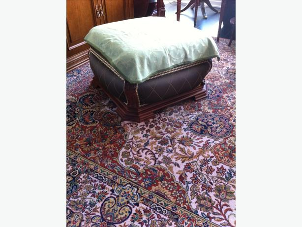 Ottoman / Pouf / Bench seating. European antique style.