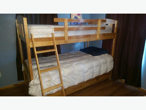 Solid wood bunk beds (quality mattresses)