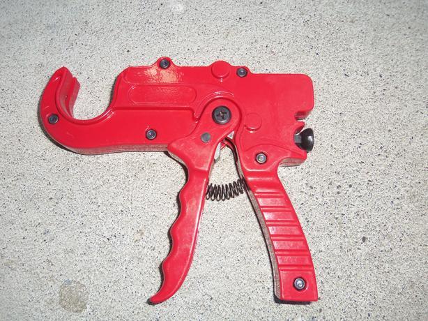 "UP TO 1 1/4"" RATCHING PIPE CUTTER"