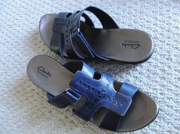 New Clark's Shoes (Womens Size 12 M)