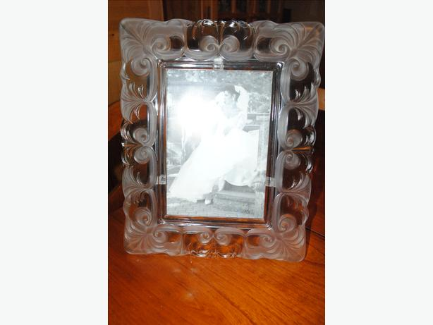 Brand new crystal picture frame