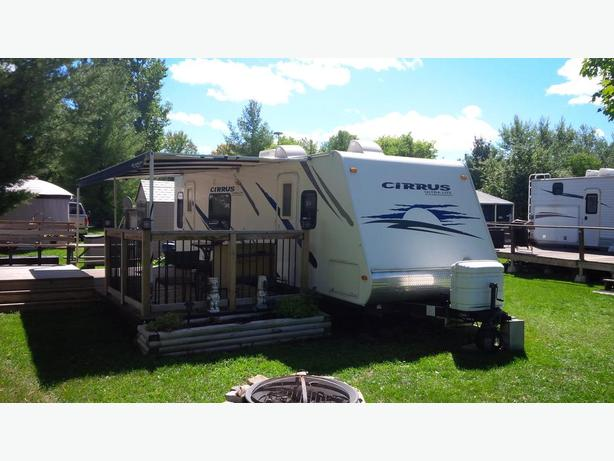 2008 CIRRUS ULTRA LITE 28 FOOT TRAILER AND DECK ON SITE