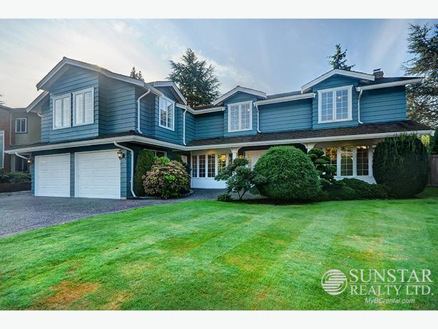 Woodwards 3700sf 6 Bed 3 Bath 2 Level House w/ Yards & Fireplaces