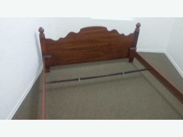 BEAUTIFUL UNTOUCHED ANTIQUE QUEEN SIZE HEAD FOOT BOARDS AND SIDE RAILS