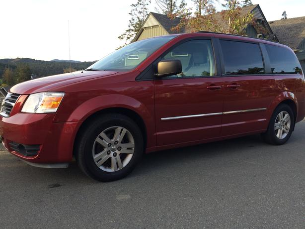 Clean 2008 Dodge Grand Caravan SXT loaded model Stow n Go