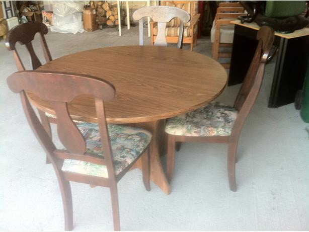 Oak Round Table and chairs $200 others best offer