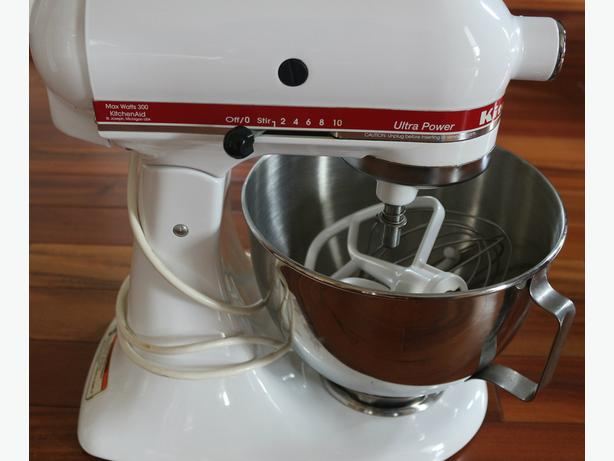 KitchenAid mixer 300 watt  bowl  3 mixing blades meat grinder