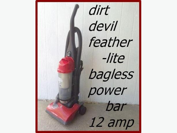 Dirt Devil Featherlite Upright Bagless Vacuum 12 amp