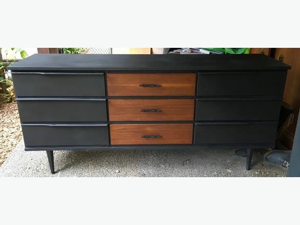 Mid century dresser/sideboard