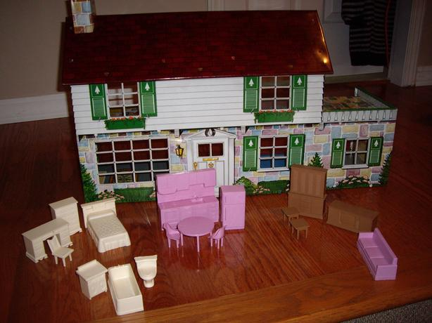 METAL DOLL HOUSE 1950'S