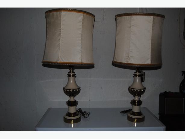 2 STIFFEL Hollywood Regency Table Lamp with orignal shades