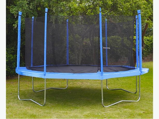 Round Trampoline with Safety Enclosure