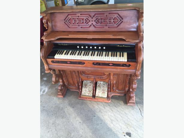 Beautiful Antique New England Pump Organ