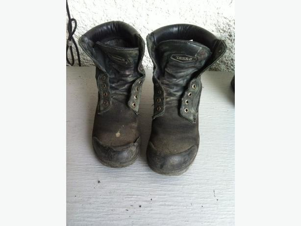 Men's steel toe work boots, poor condition sz 8