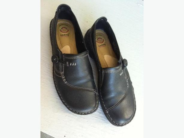 Black Leather Earth Shoes, Ladies / Teens sz 9