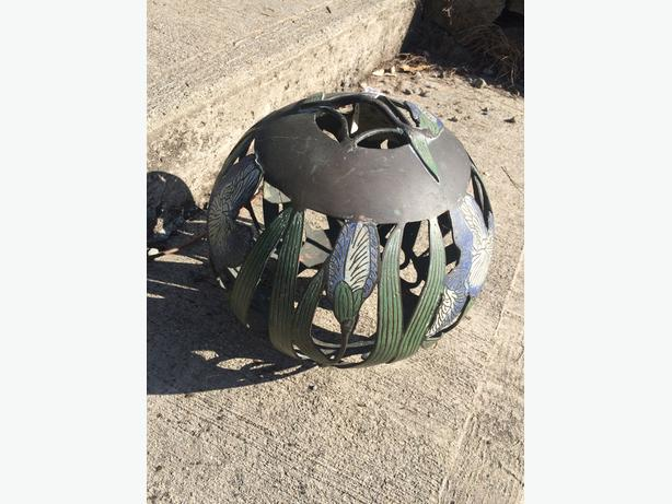 Round iron flower lamp shade