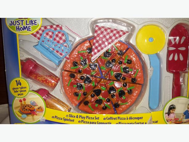 Brand new SLICE and PLAY PIZZA SET