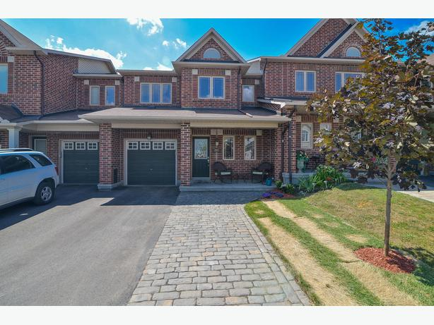 Immaculate 3-Bedroom Townhome in Barrhaven! Fantastic finishes!