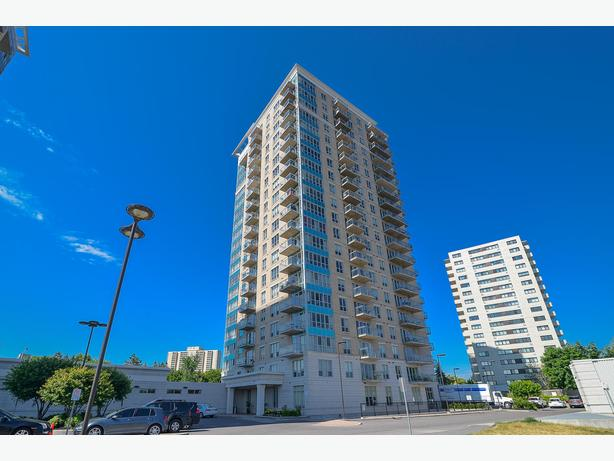Fantastic 1bed+den condo for sale in 70 Landry! A MUST SEE!