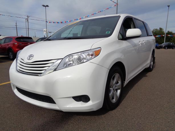 2015 toyota sienna le van reduced to 28998 charlottetown pei mobile. Black Bedroom Furniture Sets. Home Design Ideas