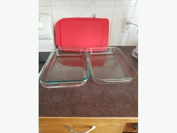 2 serving trays rarly used