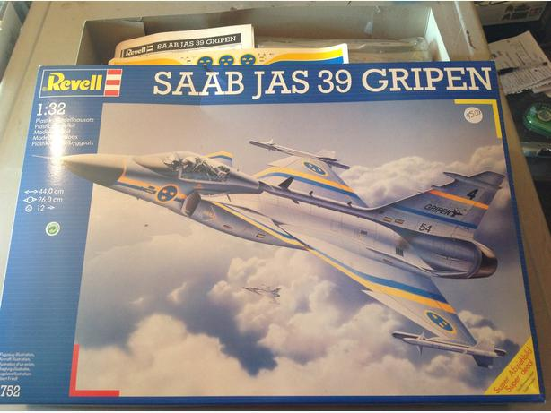 Revell  SAAB JAS 39 Gripen Jetfighter  1/32 scale model kit