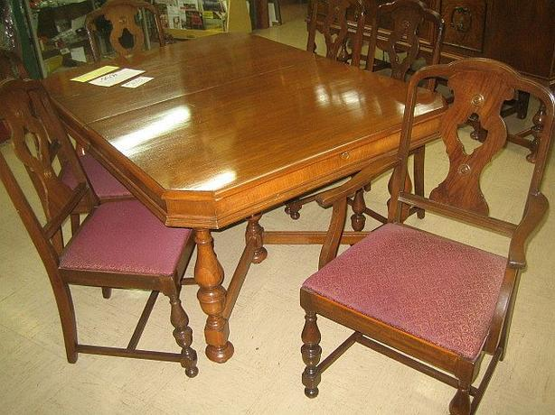 9 pc Dining Room Set at Willow Antique Mall Chemainus