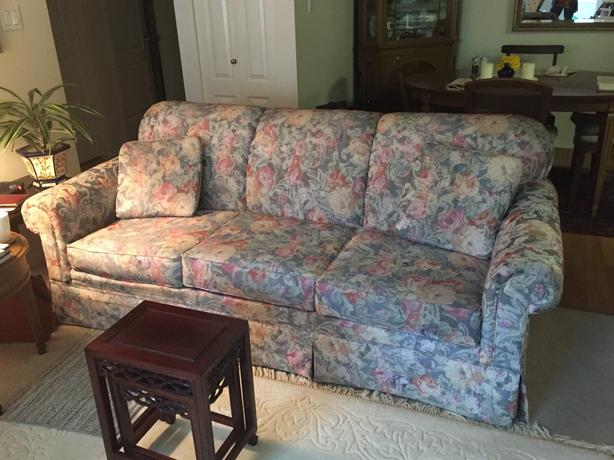 Beautiful Broyhill Sofa ~ excellent condition