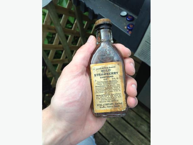 Vintage 1960s NYAL Wild Strawberry Compound Bottle WINDSOR, ONT.