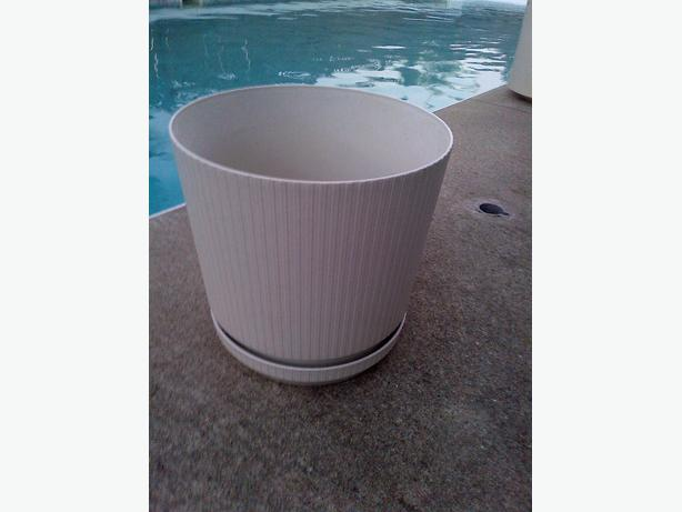 "DECORATIVE PVC 16"" ROUND 14"" TALL BEIGE FLOWER PLANT POT"