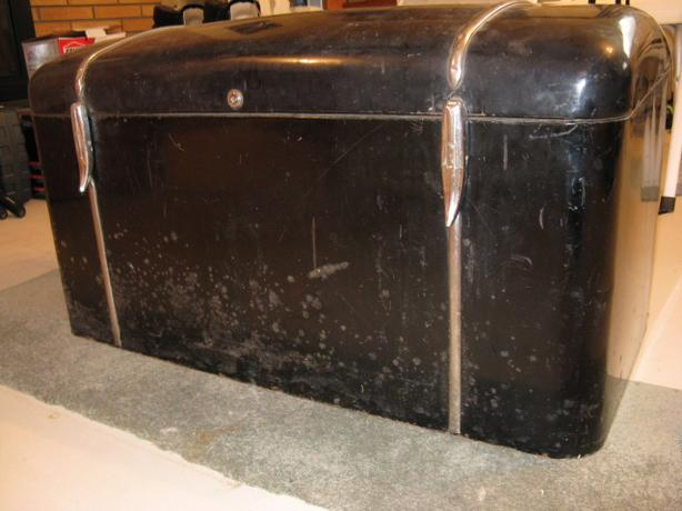 ANTIQUE AUTO TRUNK