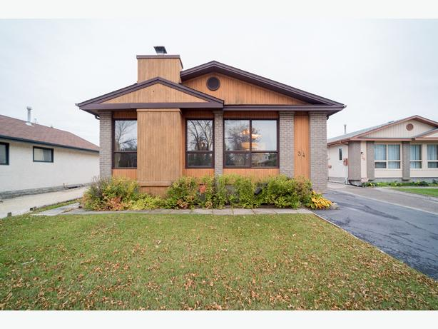 Spacious Bungalow on an Oversized Lot in Kildonan Meadow - Jennifer Queen