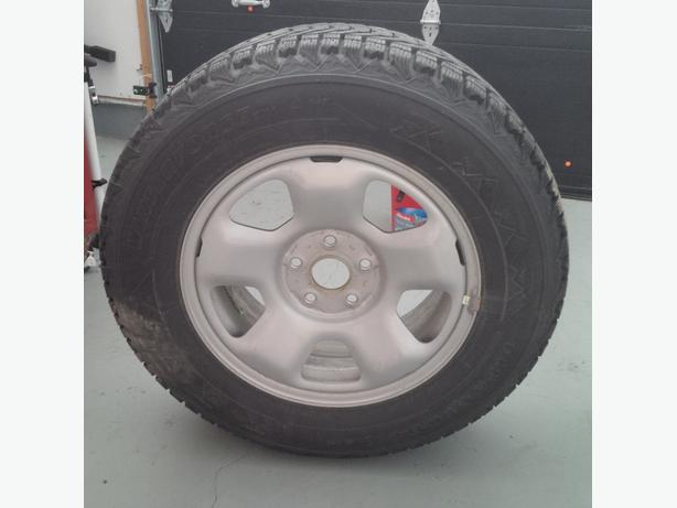 4 pneus hiver Firestone 245/65R17