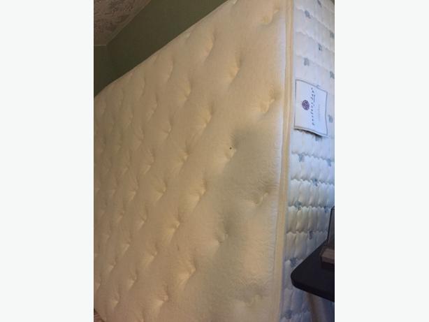 Serta Perfect Day queen mattress + box spring