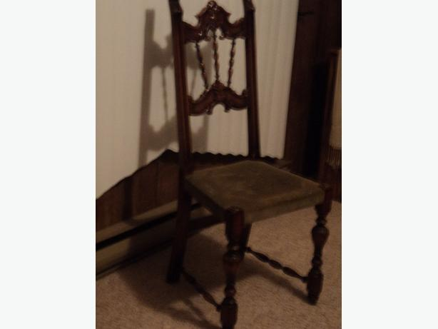 Very cute antique Chair