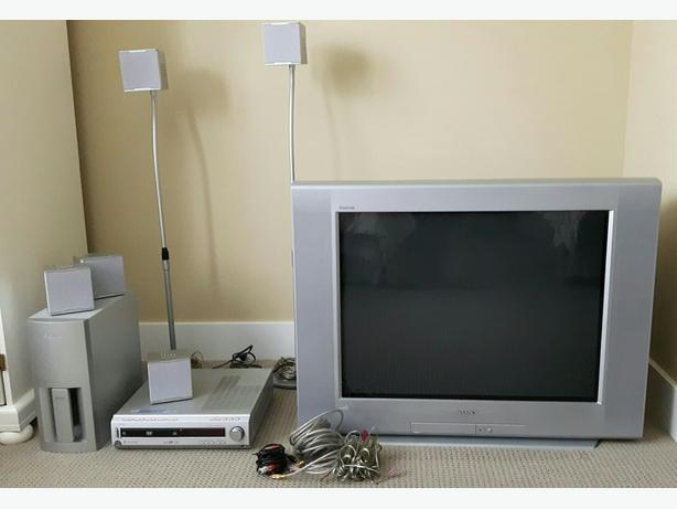 """32"""" Sony VEGA + 5 speaker surround system"""