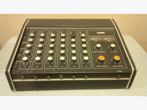 Yamaha EM-100 Powered Mixer