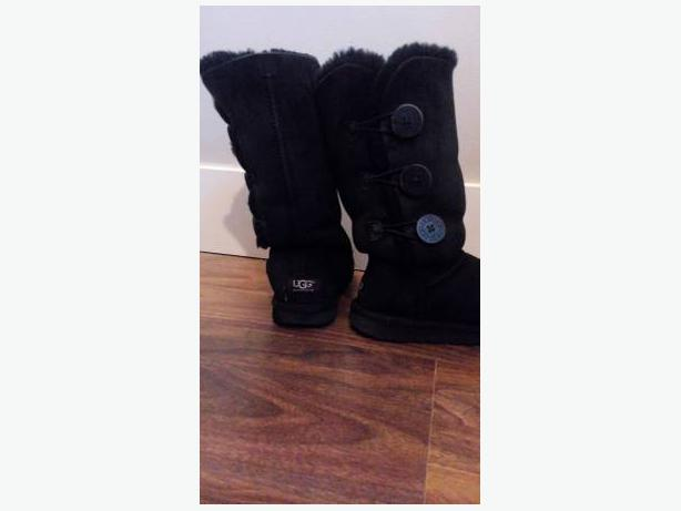 black Bailey Button Triplet Ugg size 5.5