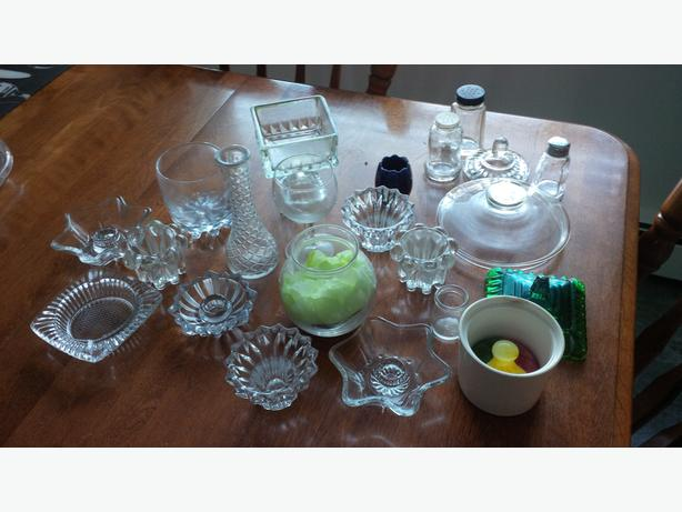Variety of glass pieces, and serving tray $5 for the lot