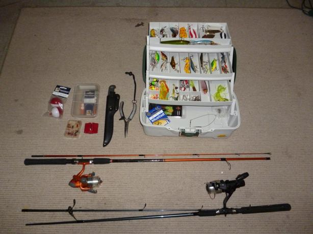 2 Fishing rods, plano tackle box full