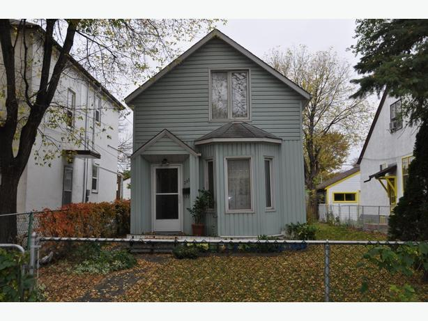 382 Charles St - Professionally Marketed by Judy Lindsay Team Realty