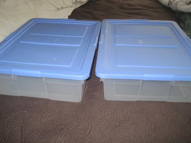 2 Rubbermaid 7 Gallon Under the Bed Storage Containers with Snap Tight Lids