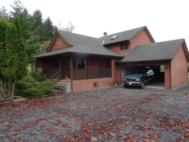4 bed 2.5 bath home w/ woodstove located in Duncan