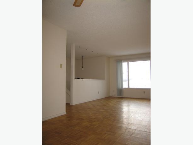 3 bedroom duplex, Wildwood location, all utilities included!