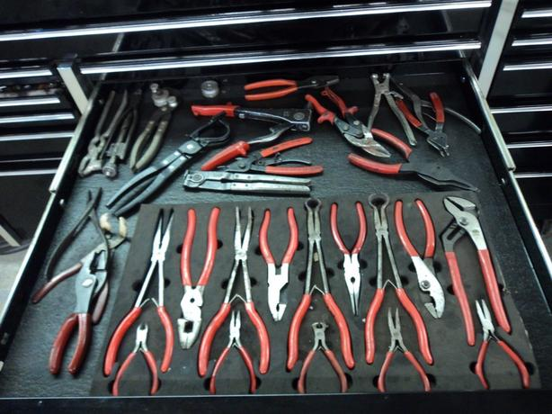 SNAP ON TOOL BOX AND TOOLS