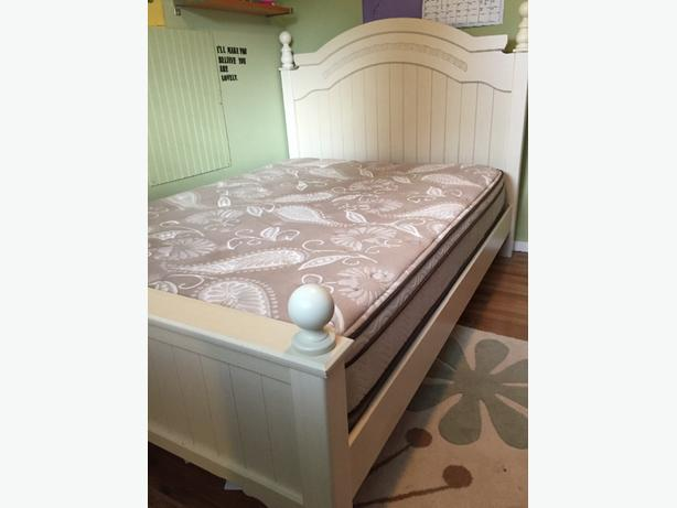 SOLD-Queen bedroom set