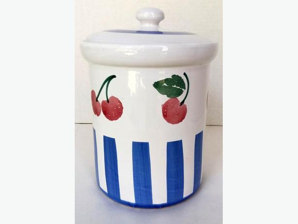 One Lovely Ceramic hand painted with Cherries  H8Z1W9