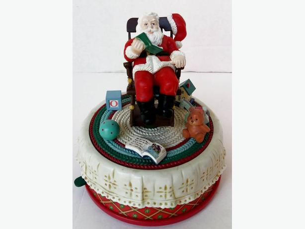 "ONE Musical Santa plays ""Here comes Santa Claus""  Vintage"