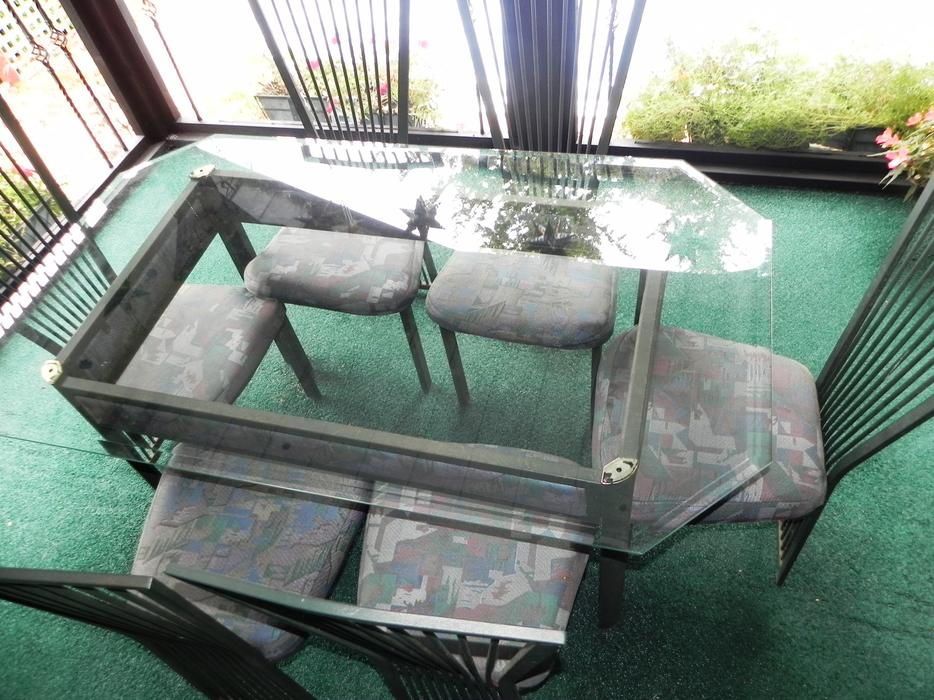 Glass top indoor outdoor steel dining table Outside  : 55583327934 from www.usedvictoria.com size 934 x 700 jpeg 121kB
