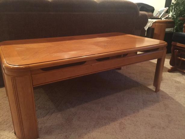 Oak coffee table and end table east regina regina for Coffee tables regina